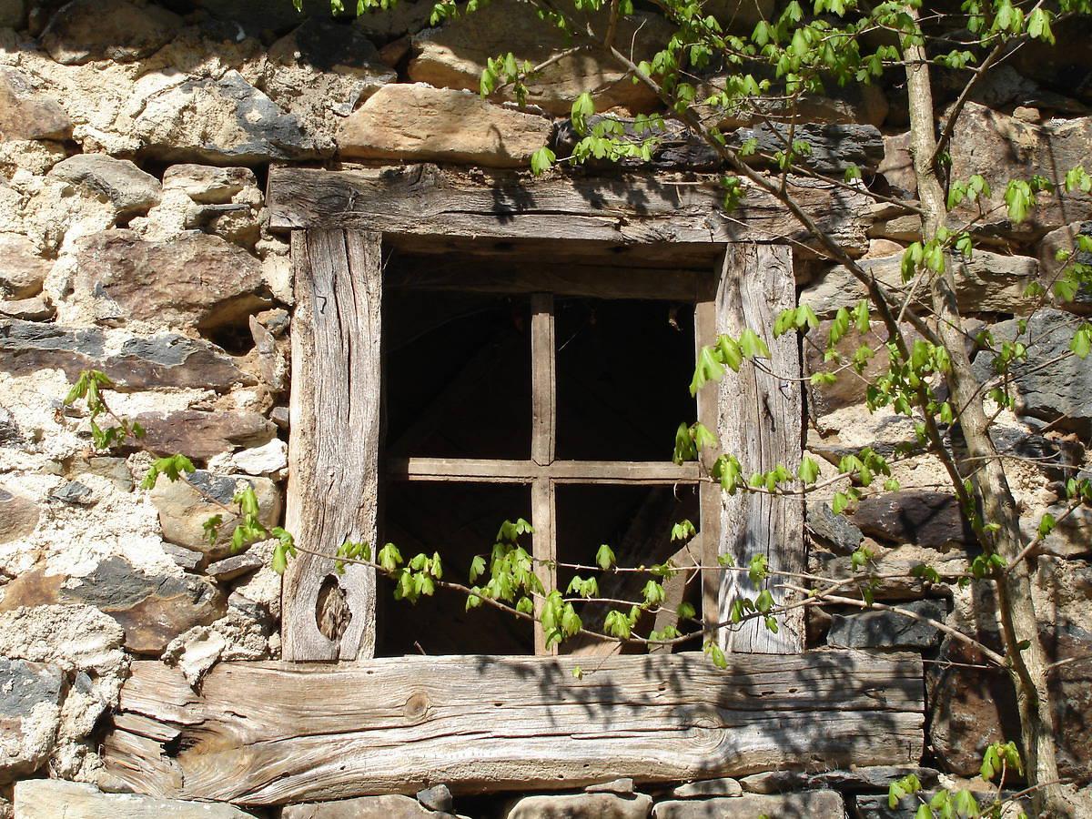 Fenêtre du moulin de Blanlhac à Rosières en Haute Loire.