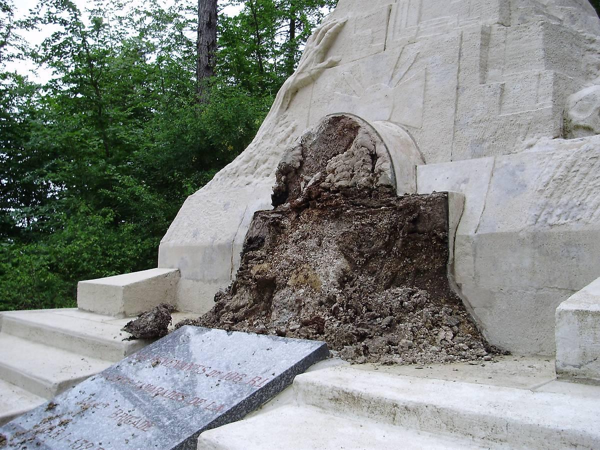 MONUMENT AUX MORTS LES EPARGES