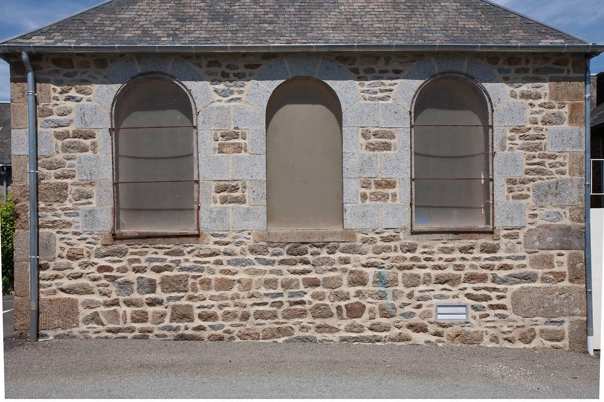 VITRAUX DE LA CHAPELLE JULIEN MAUNOIR DE SAINT-GEORGES-DE-REINTEMBAULT