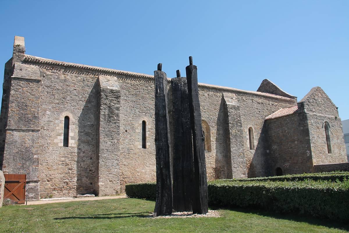 abbaye saint jean d 39 orbestier au chateau d 39 olonne. Black Bedroom Furniture Sets. Home Design Ideas