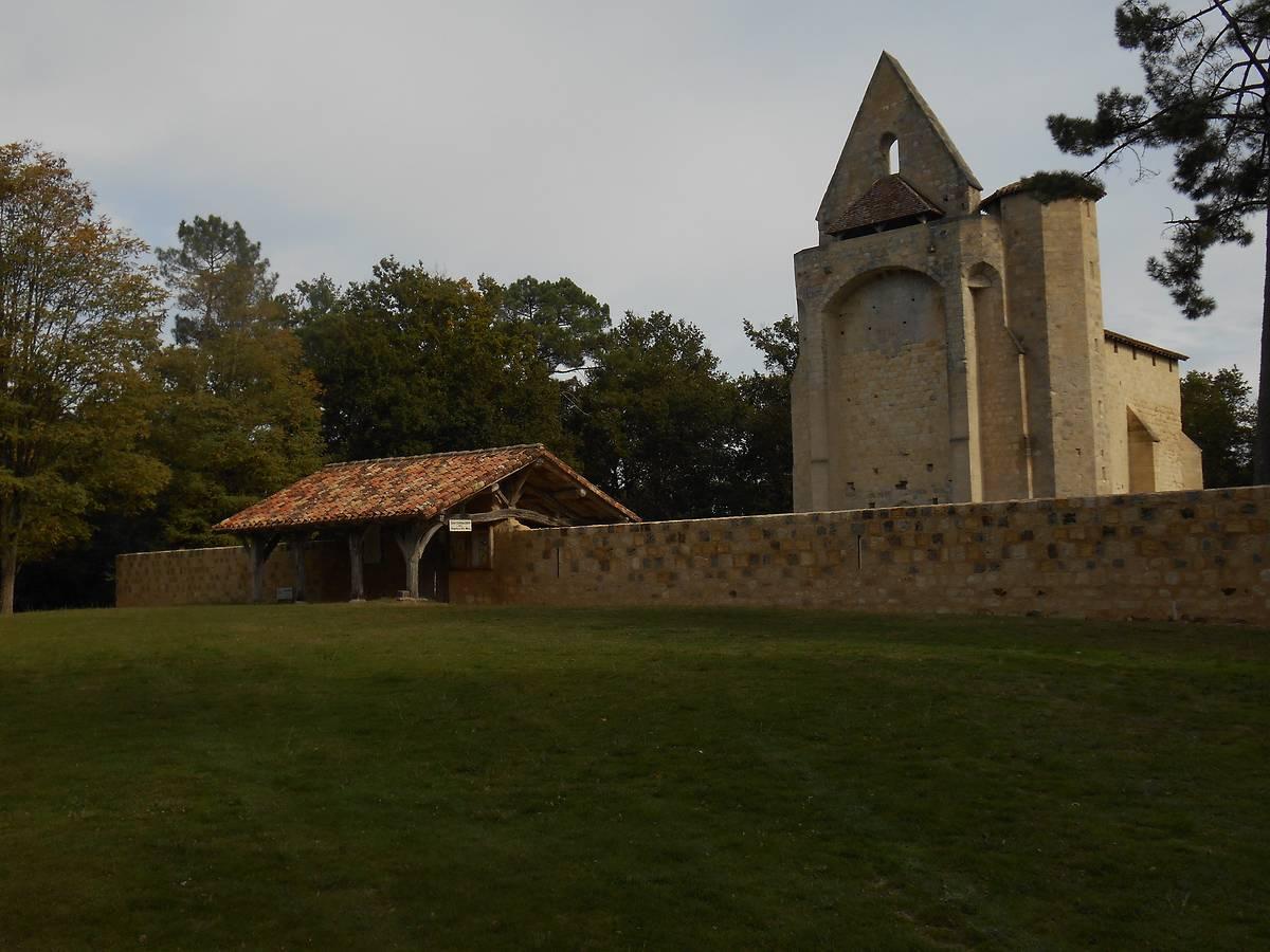MUR D'ENCEINTE FORTIFIÉ DE L'ÉGLISE SAINT-CLAIR-DE-GOUTS À ALLONS