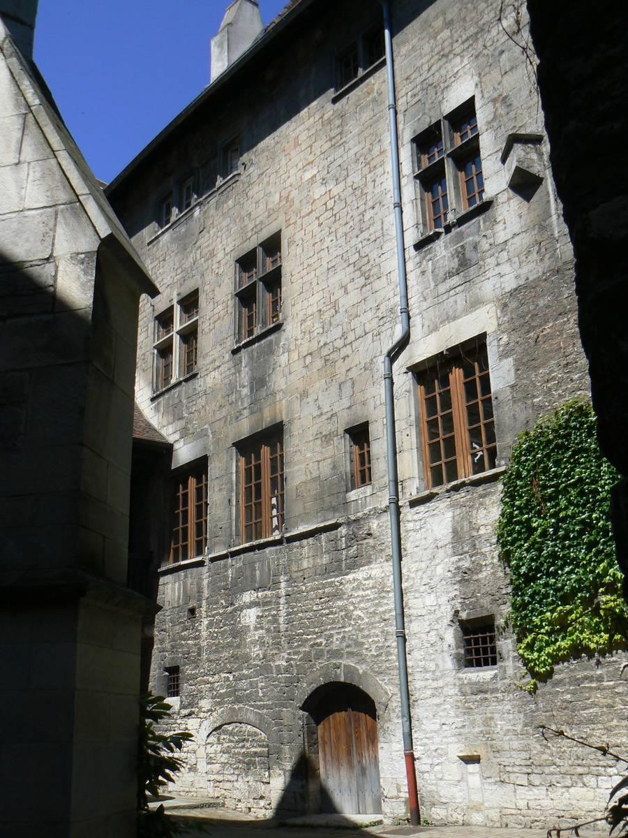 TOUR DE L'ANCIEN HOPITAL DU SAINT ESPRIT DE BESANCON
