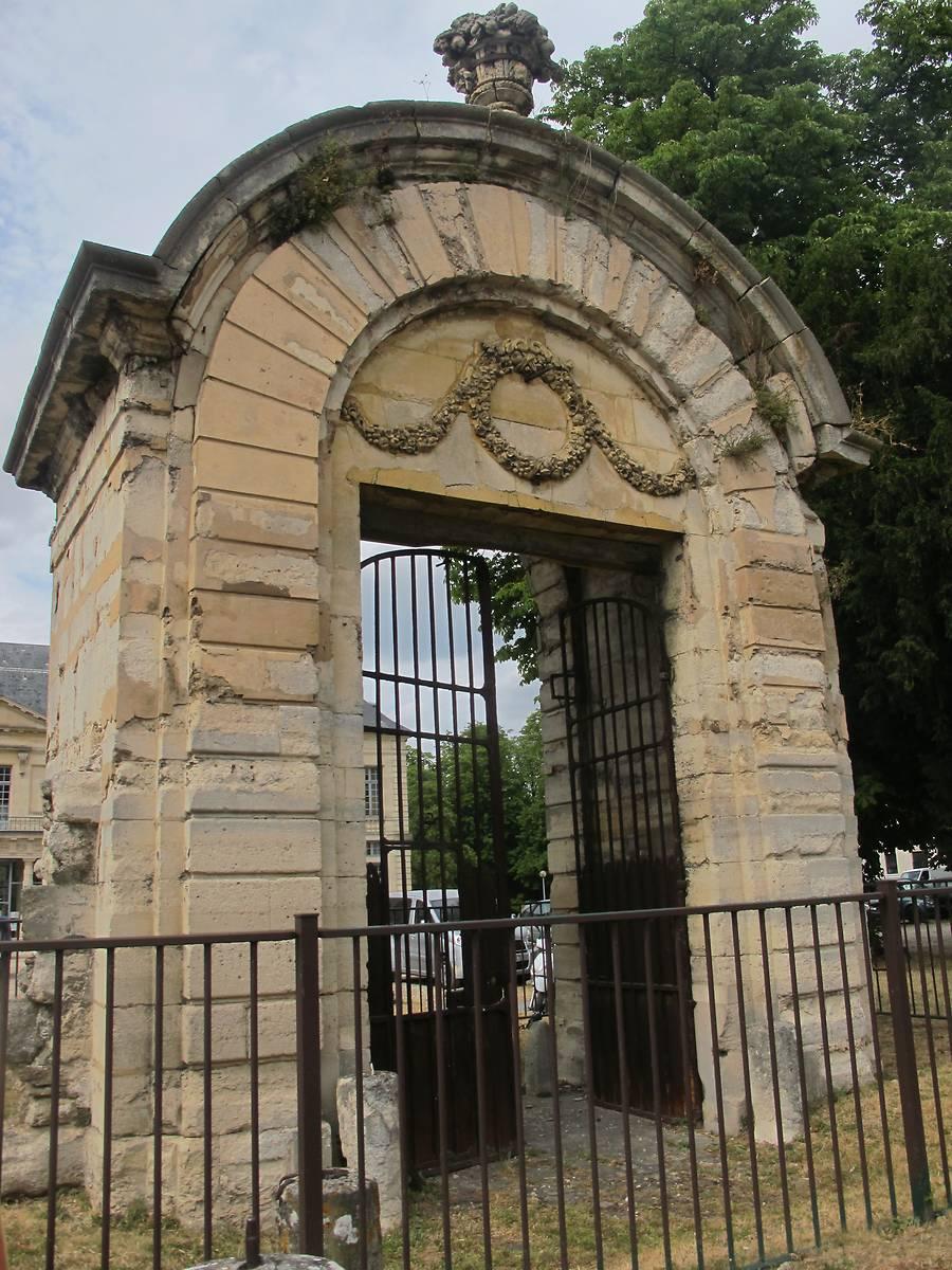 PORTAIL MONUMENTAL DU CHÂTEAU DE SUCY