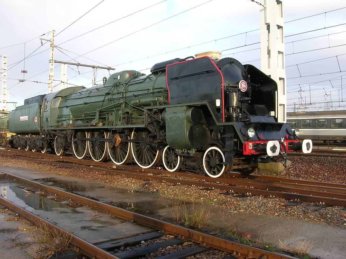 LOCOMOTIVE TRACTION VAPEUR 241P9 À TOULOUSE
