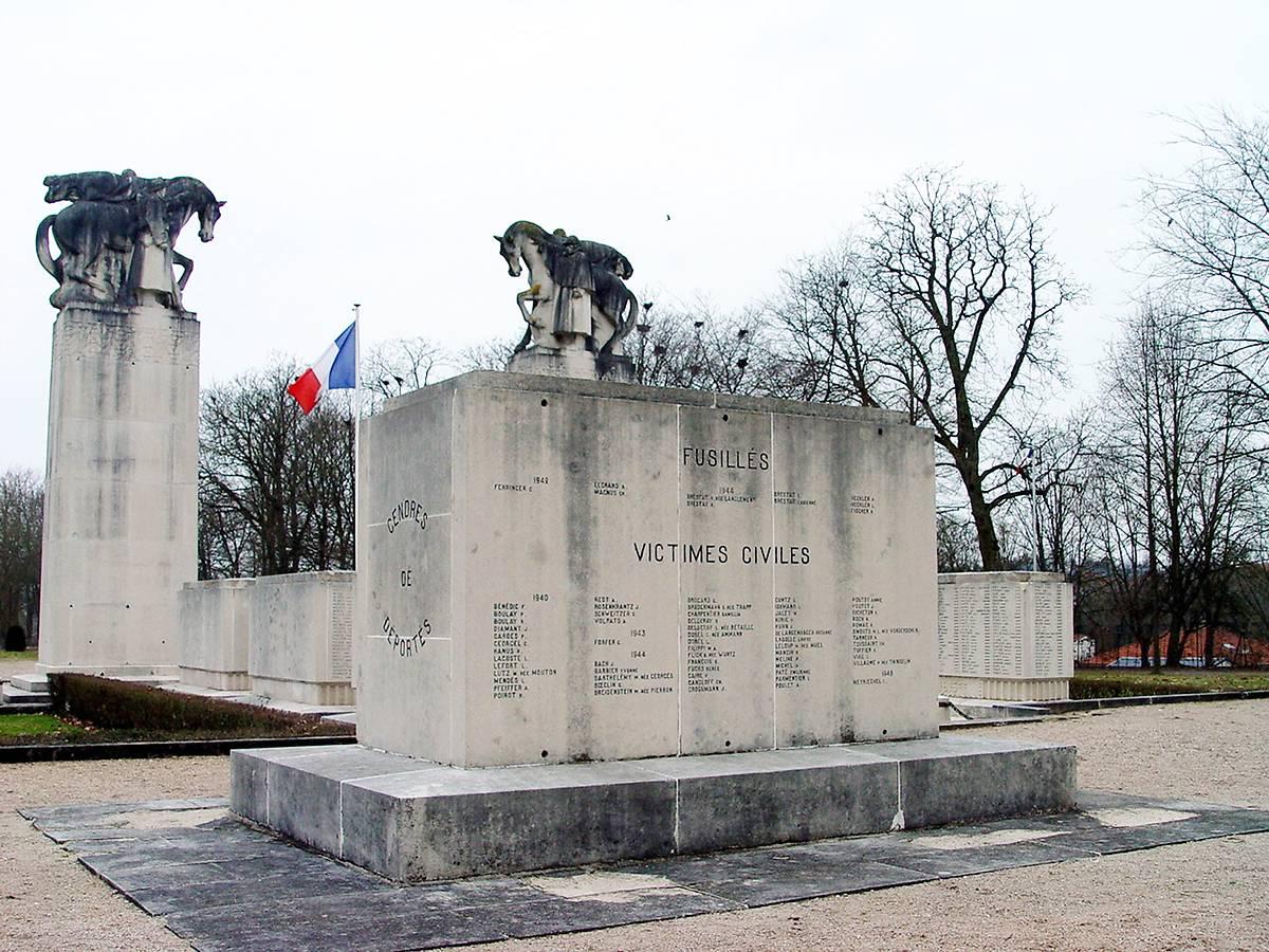 MONUMENT AUX MORTS DES BOSQUETS A LUNEVILLE