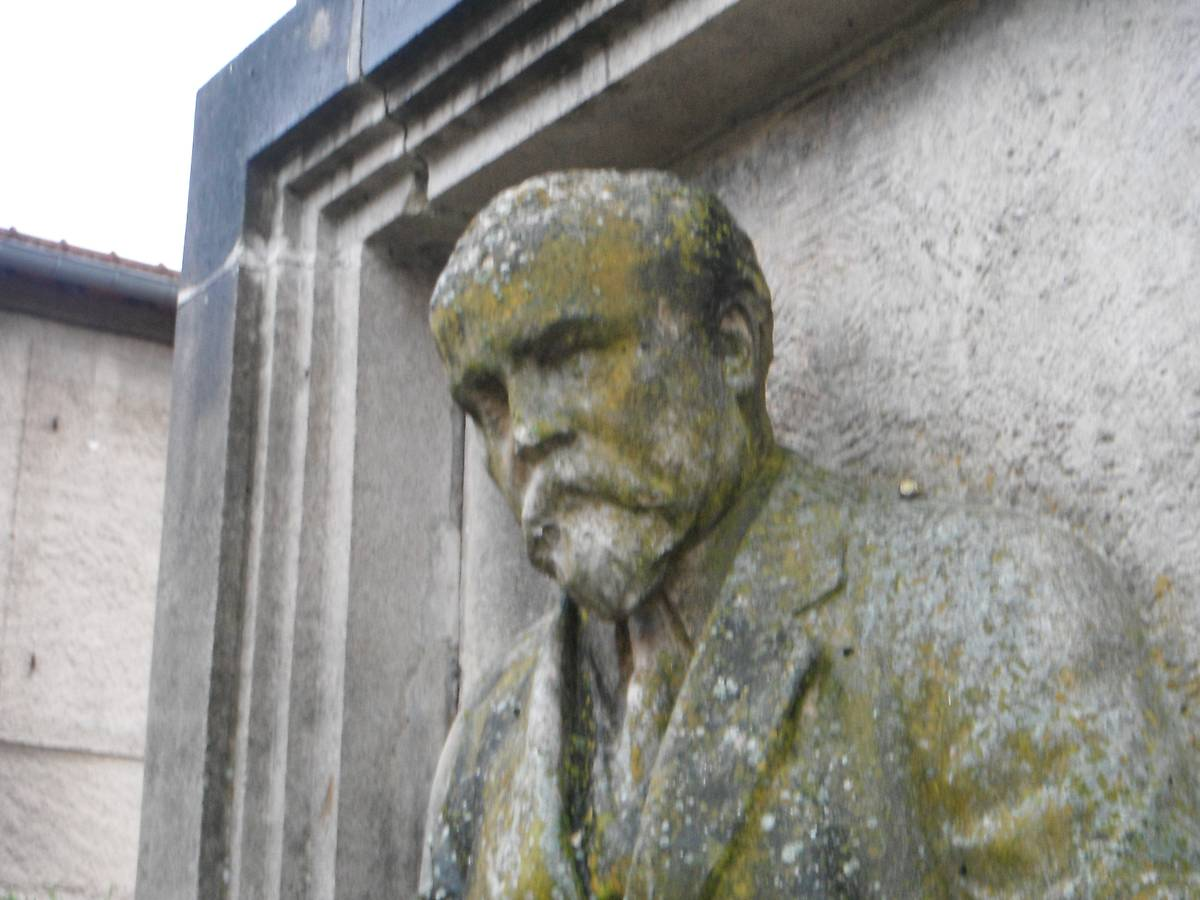MONUMENT DU PRESIDENT RAYMOND POINCARE A SAMPIGNY