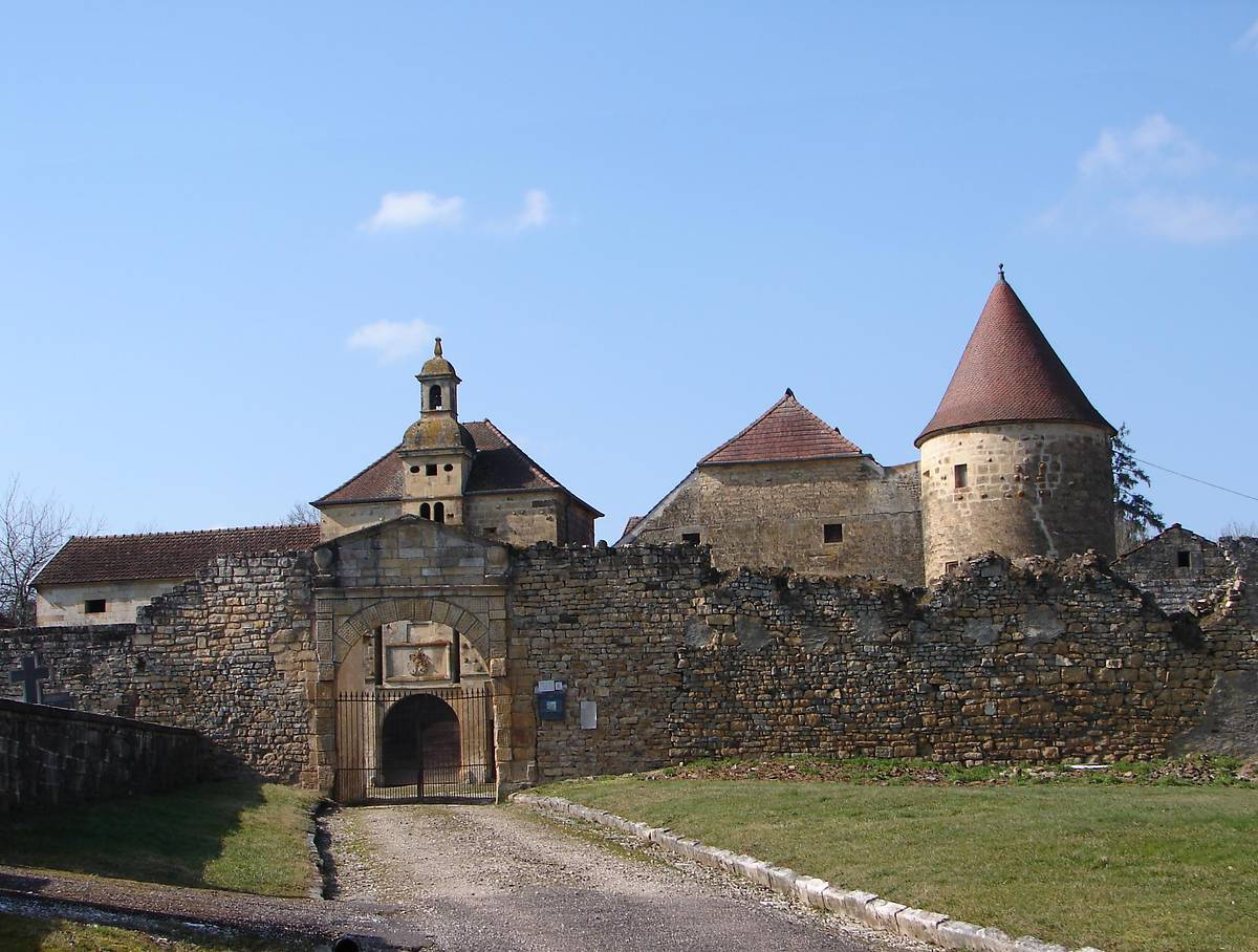 COMMUNS DU CHATEAU DE BOUGEY