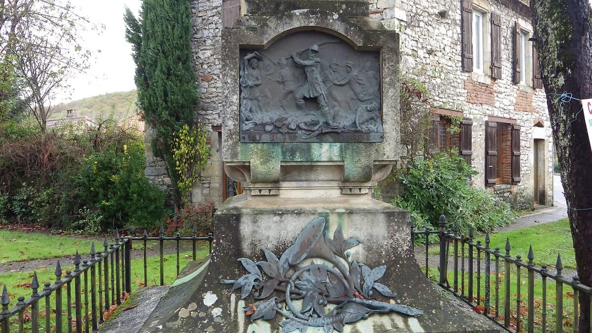 MONUMENT TOMBEAU DU SERGENT LAVAYSSIERE A CASTELFRANC