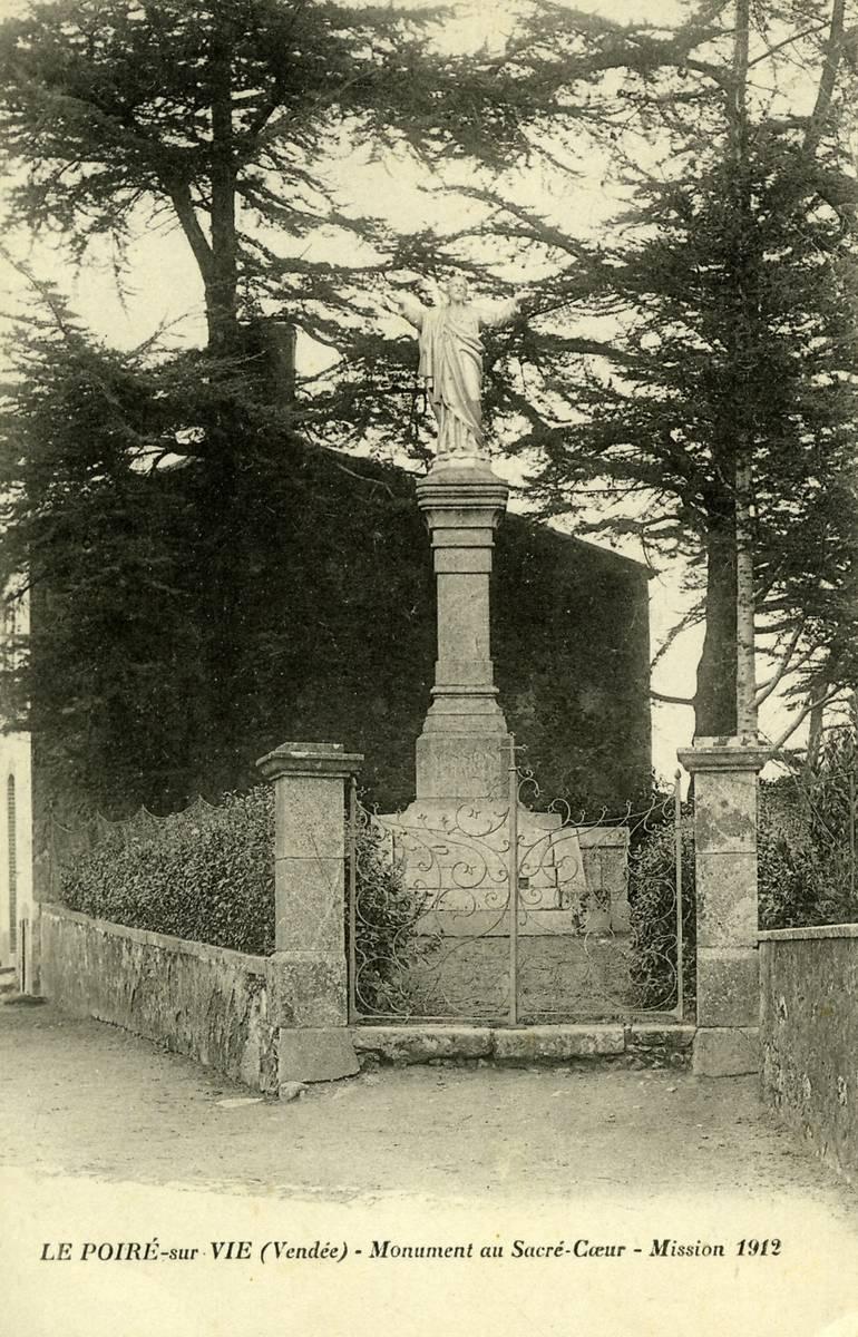 PEINTURE ET MONUMENT AU POIRE SUR VIE