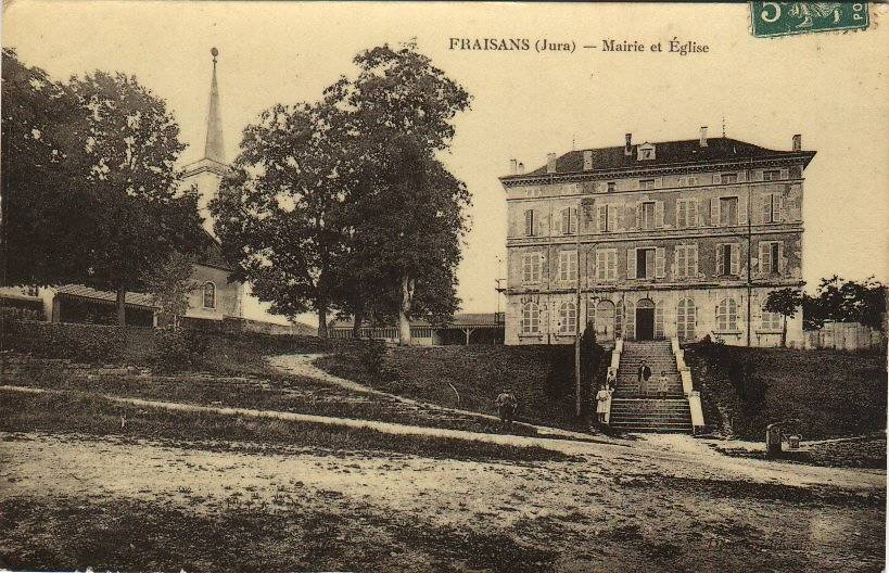 ESCALIERS DE LA MAIRIE DE FRAISANS