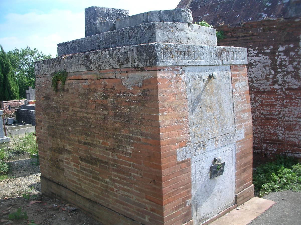 MONUMENT TOMBEAU DE VICTOR CAPOUL À PUJAUDRAN