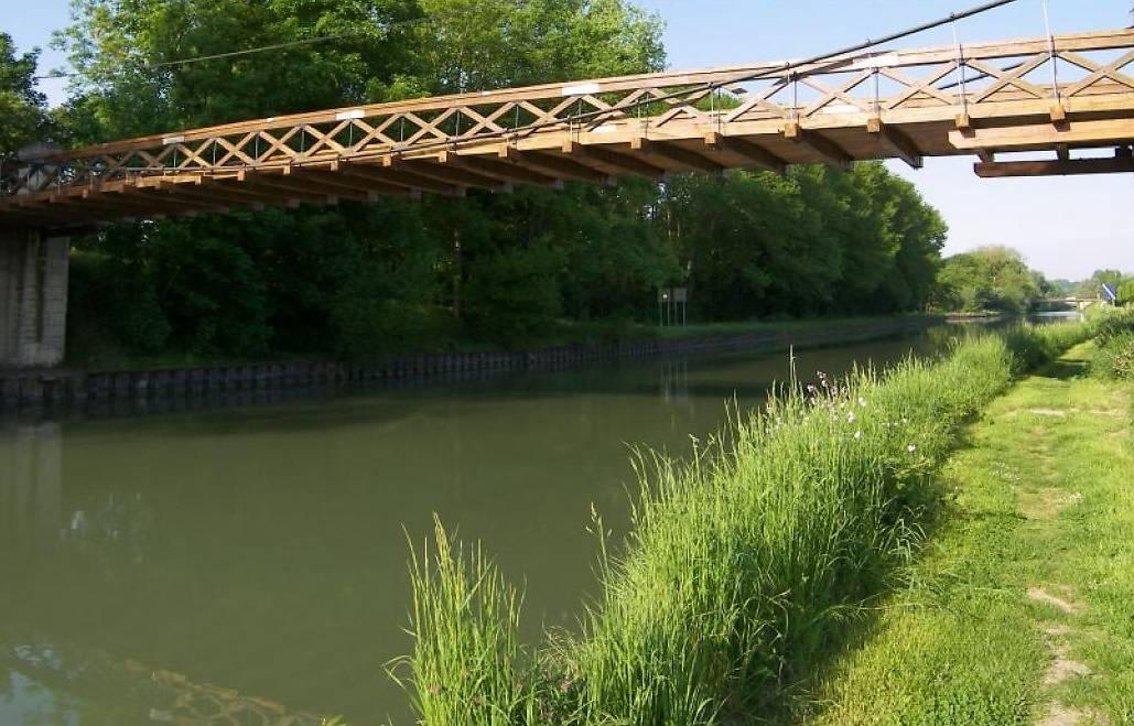 pont en bois suspendu desbly