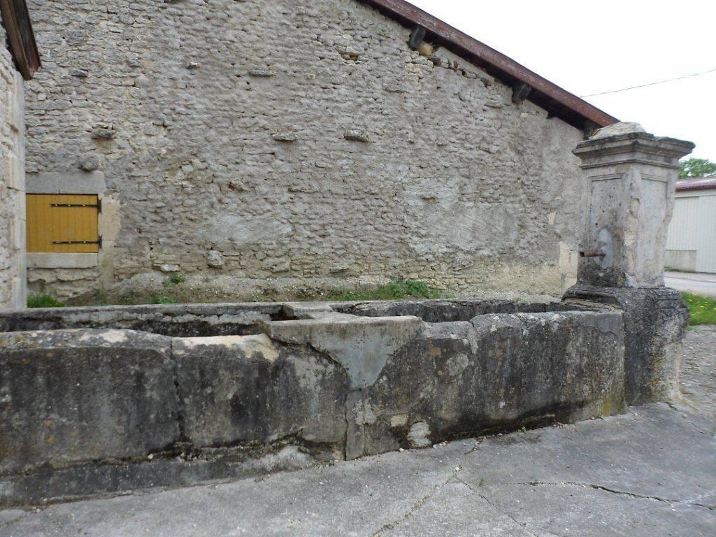 FONTAINE-LAVOIR DE WILLERONCOURT