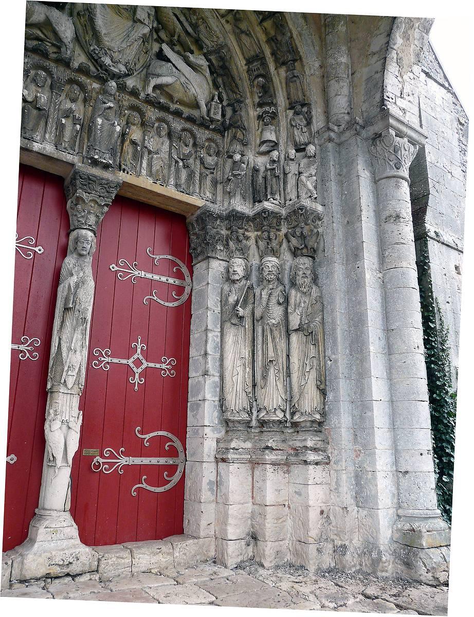 PORTAIL DE L'EGLISE SAINT LOUP DE NAUD