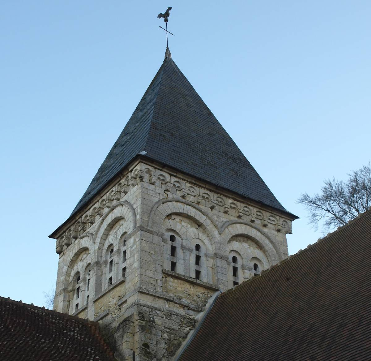 CLOCHER DE L'EGLISE DE HEILLES