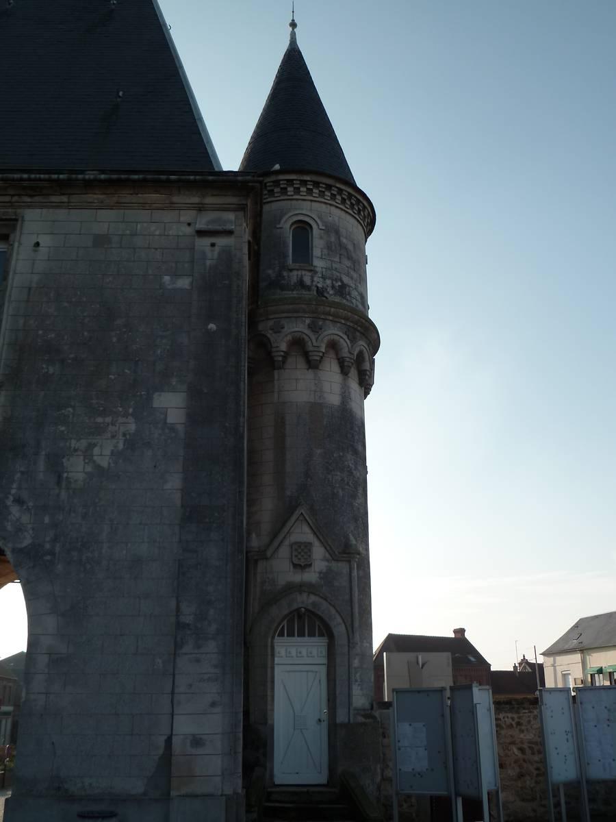 TOUR PORCHE DE BRESLES
