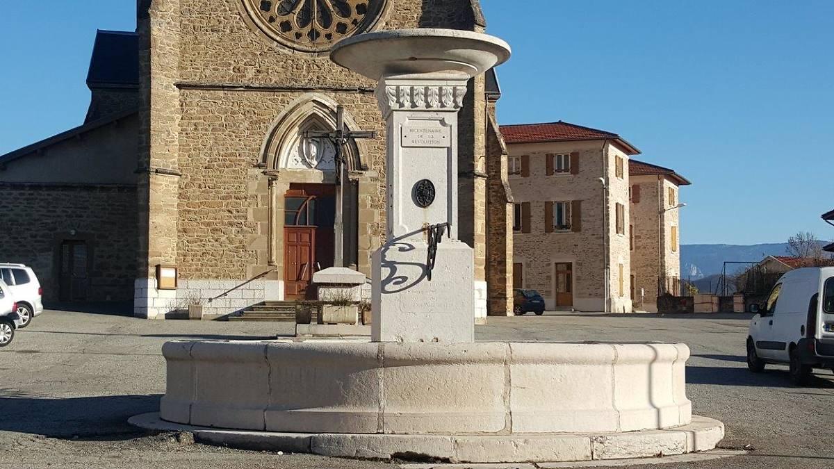 FONTAINE MONUMENTALE DE VARACIEUX