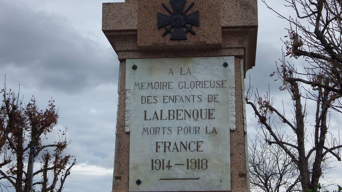 """STATUE DU """"POILU"""" DU MONUMENT AUX MORTS DE LALBENQUE"""