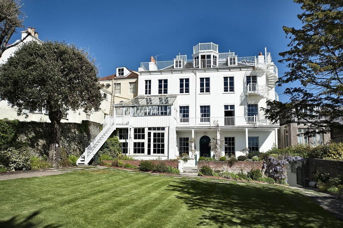 Une maison à restaurer : Hauteville House, la maison de Victor Hugo à Guernesey.