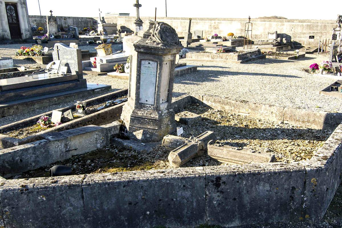 TOMBE NAPOLEONIENNE A STAINVILLE