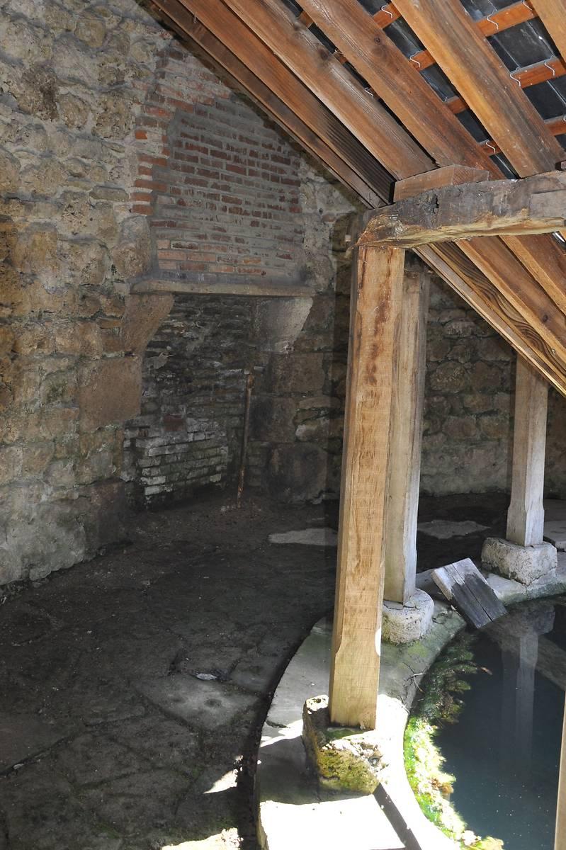 Lavoir du château de Boucé
