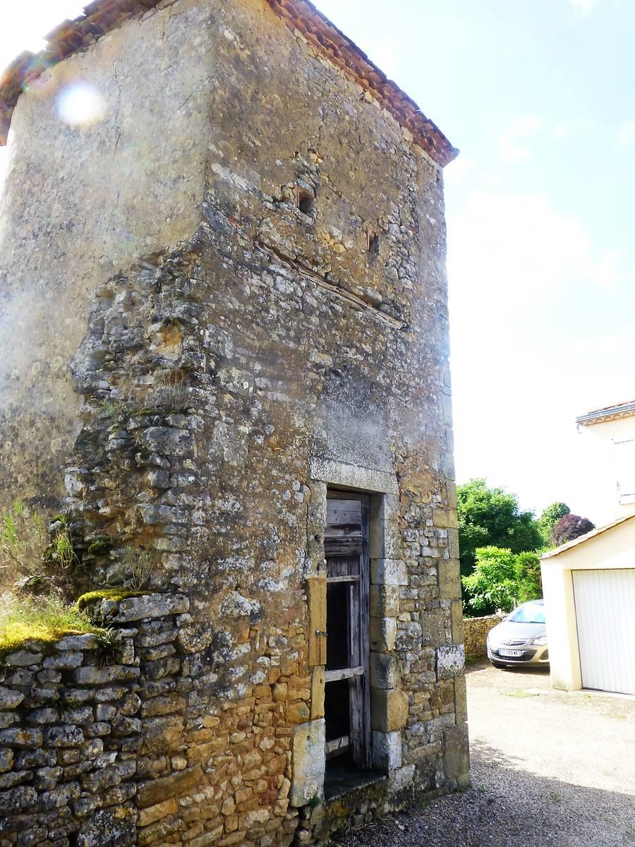 Tour du château de Lostanges, Val de Louyre et Caudeau
