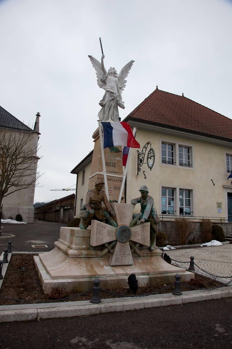 MONUMENT AUX MORTS DE BOËGE