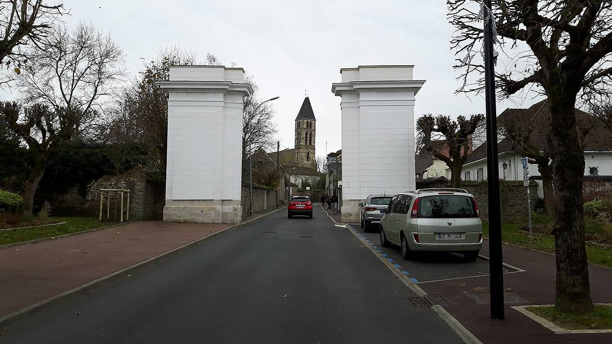 LA PORTE DE PARIS A MENNECY