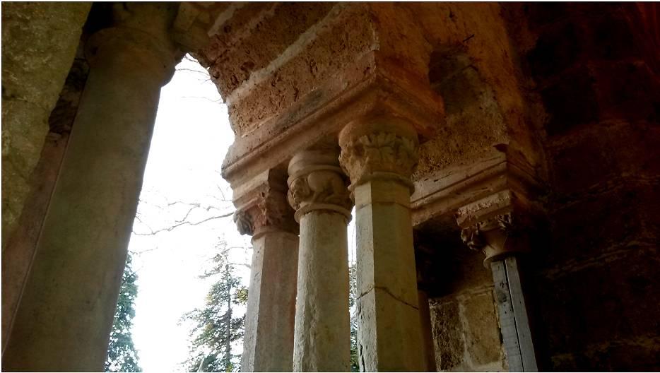 Abbaye de Valmagne chapiteaux porche