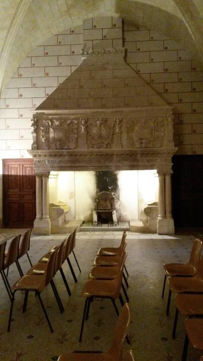 Abbaye de Valmagne cheminée réfectoire