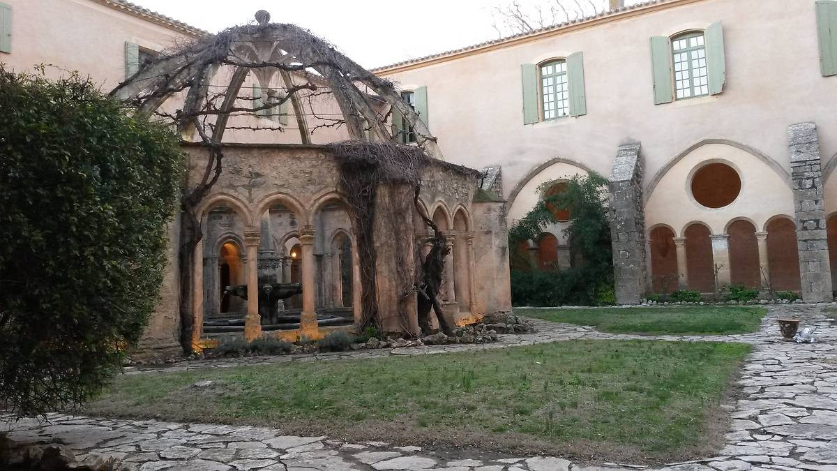 Abbaye de Valmagne fontaine lavabo