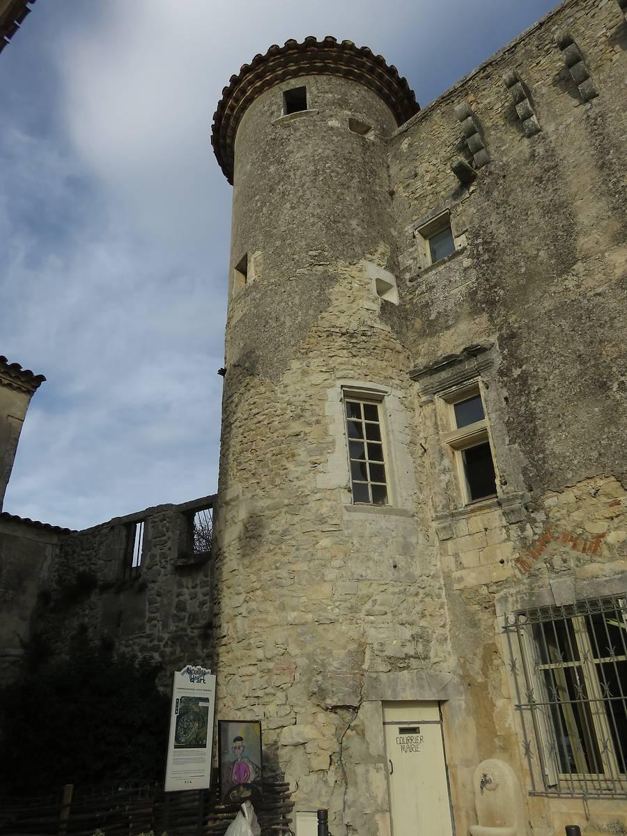 Tour sud-ouest de la façade