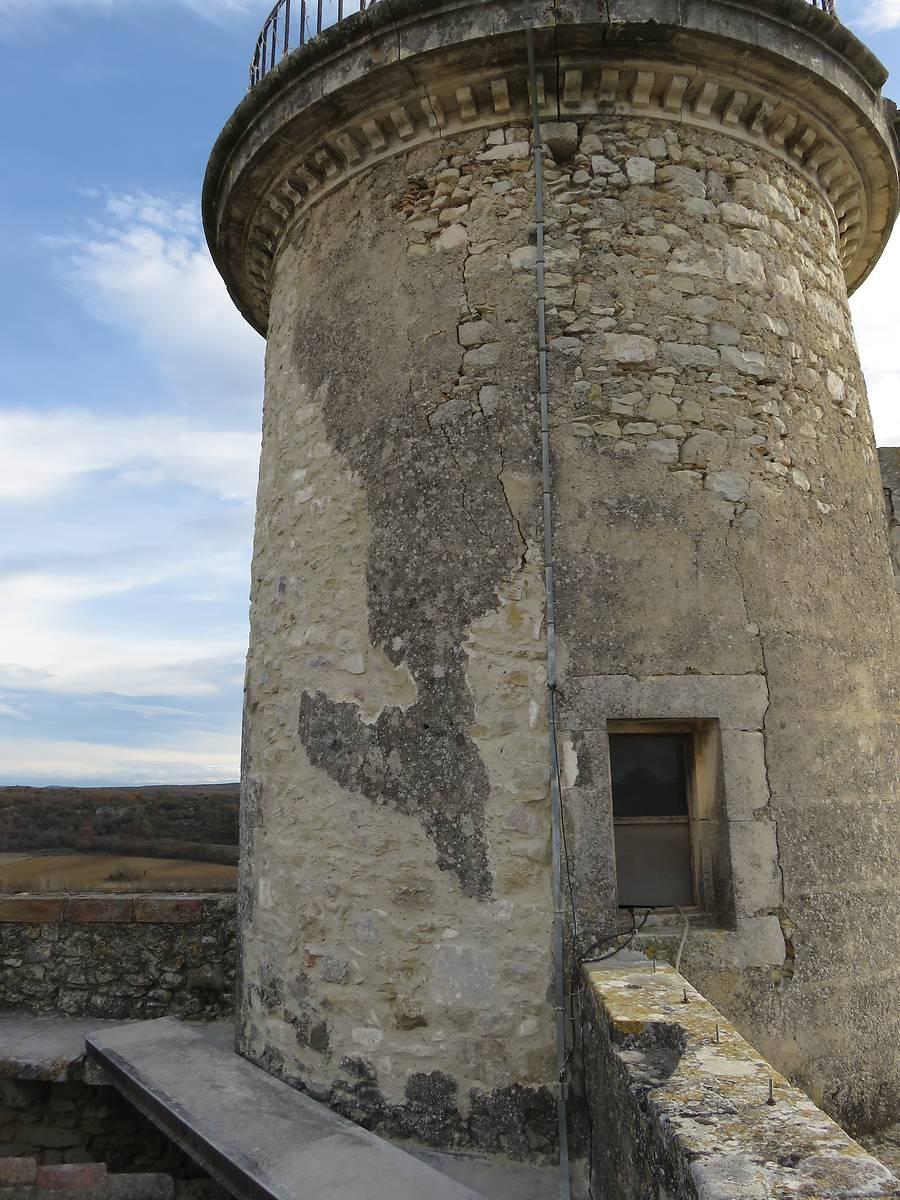 Restaurations au dos de la tour sud-est, dite tour de l'horloge.