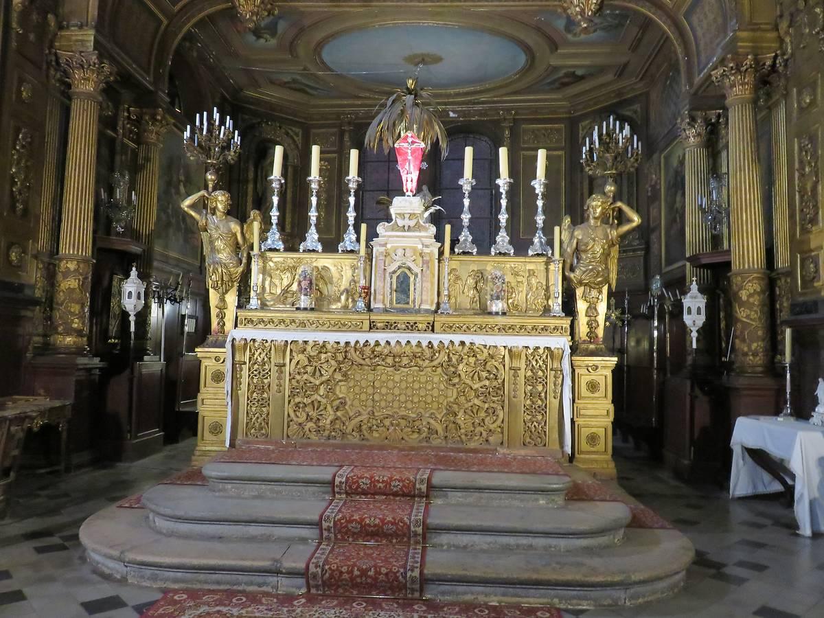 Le maître autel et le tabernacle