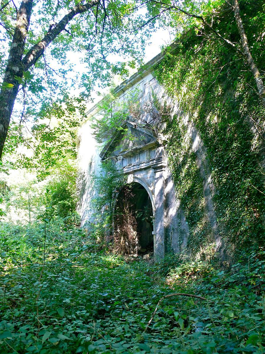 Vestiges de l'abbaye de Mureau