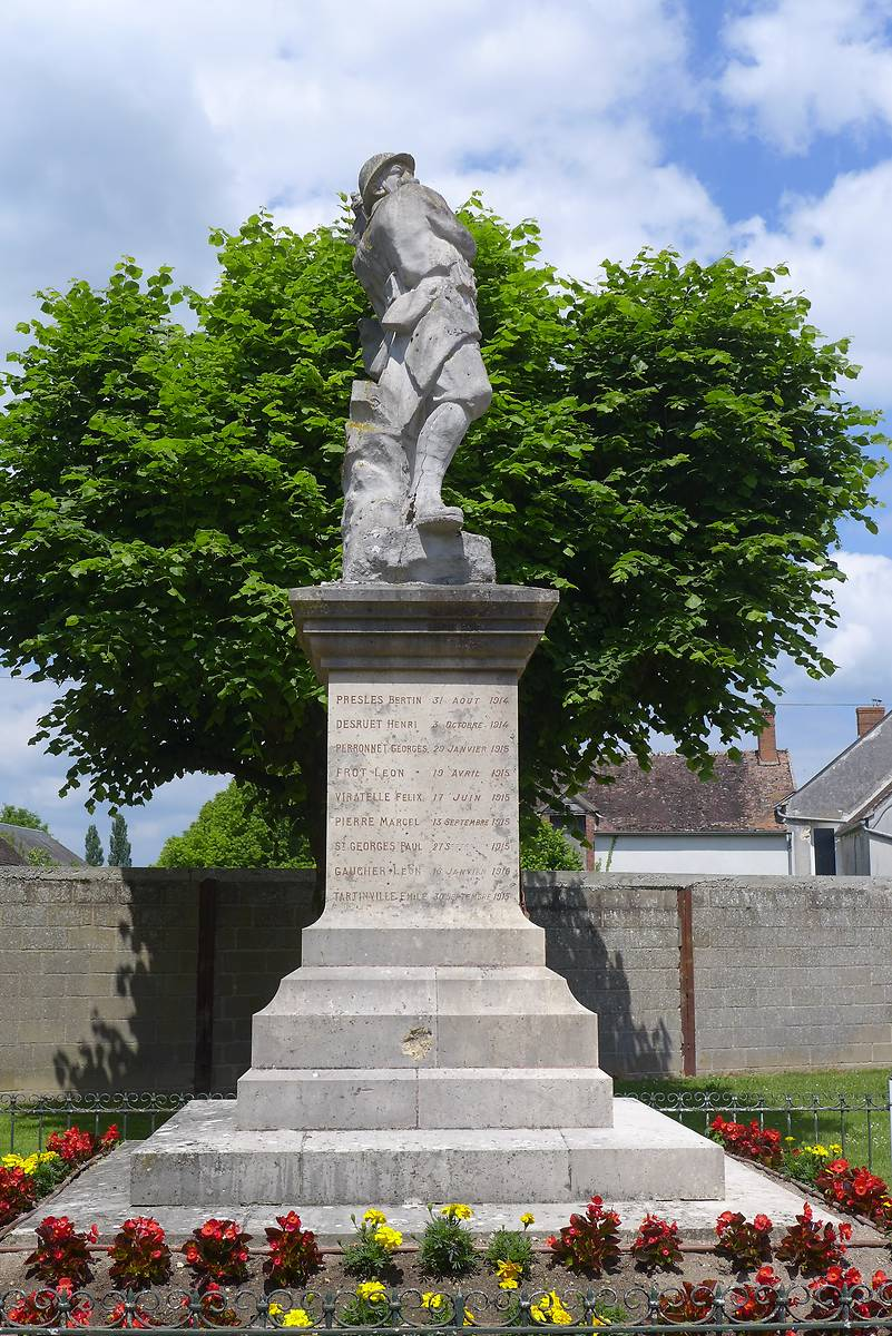 MONUMENT AUX MORTS DE COURTEMPIERRE