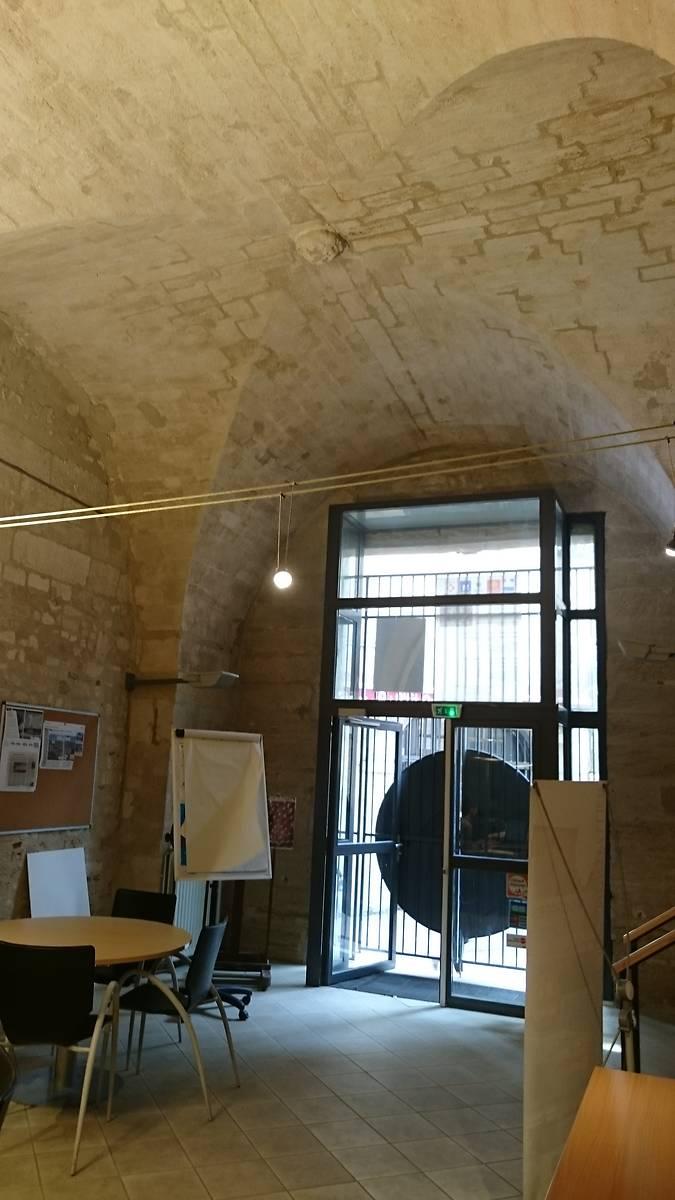 Ancien hall d'entrée dont la voûte en croisée d'ogives fut remplacée par une vouûe d'arêtes en 1661.