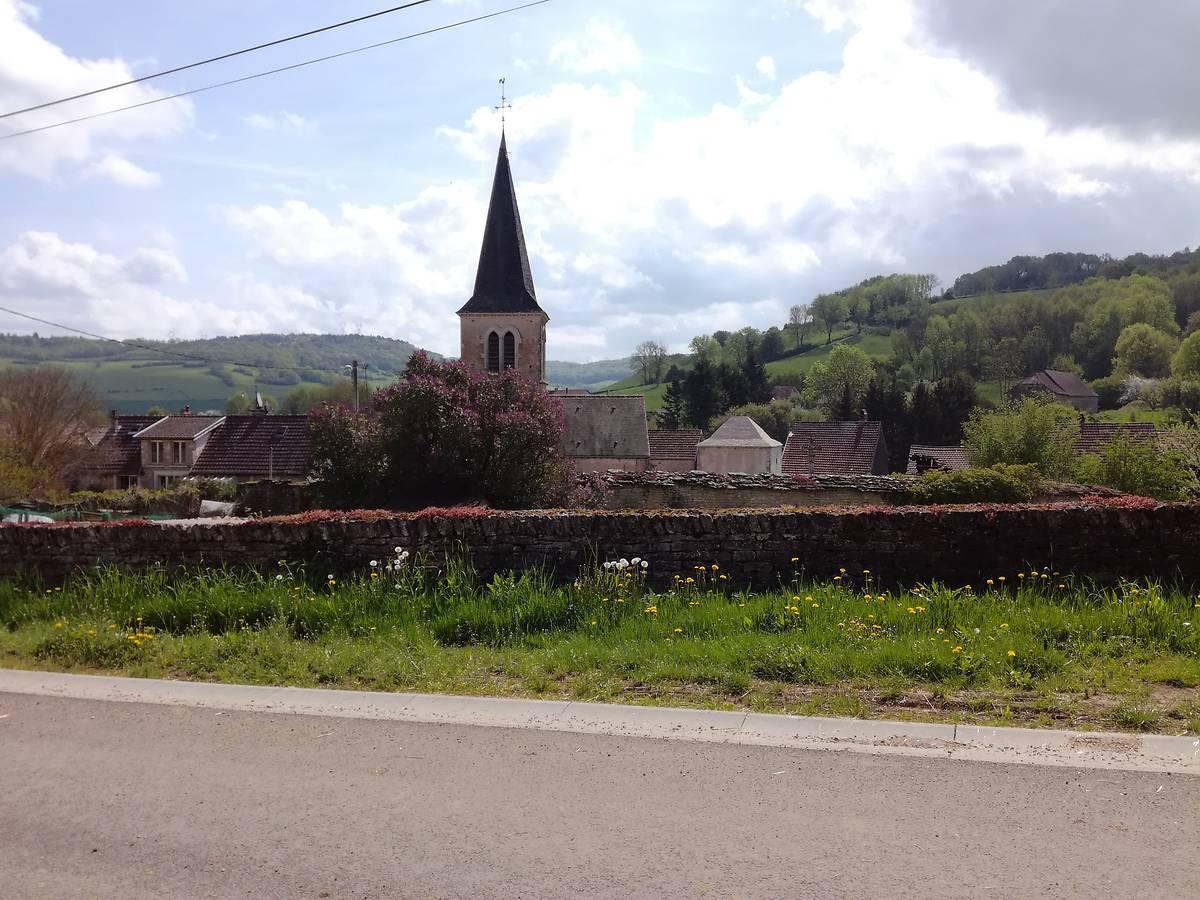 Mur et Croix de chemin d'Arnay sous Vitteaux