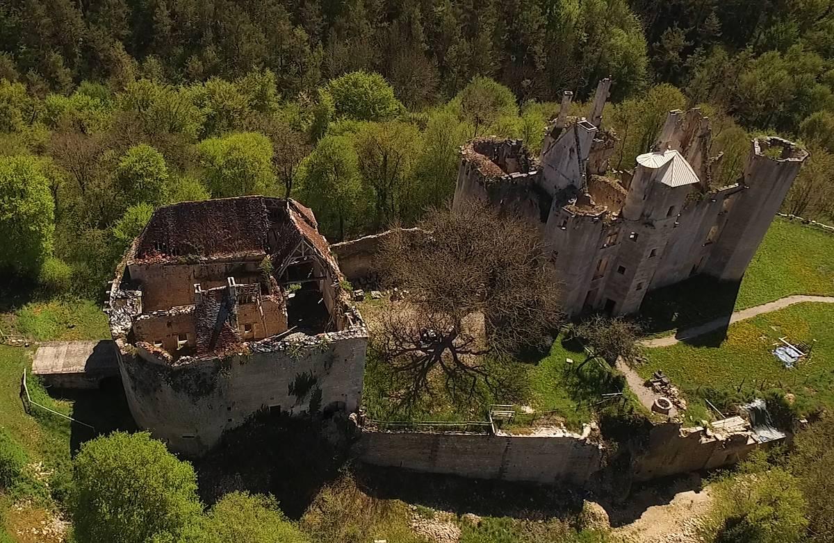 Château de Rochefort à Asnières-en-Montagne (Côte-d'Or)