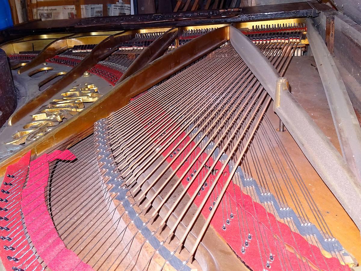 PIANO PLEYEL A BREIL SUR ROYA