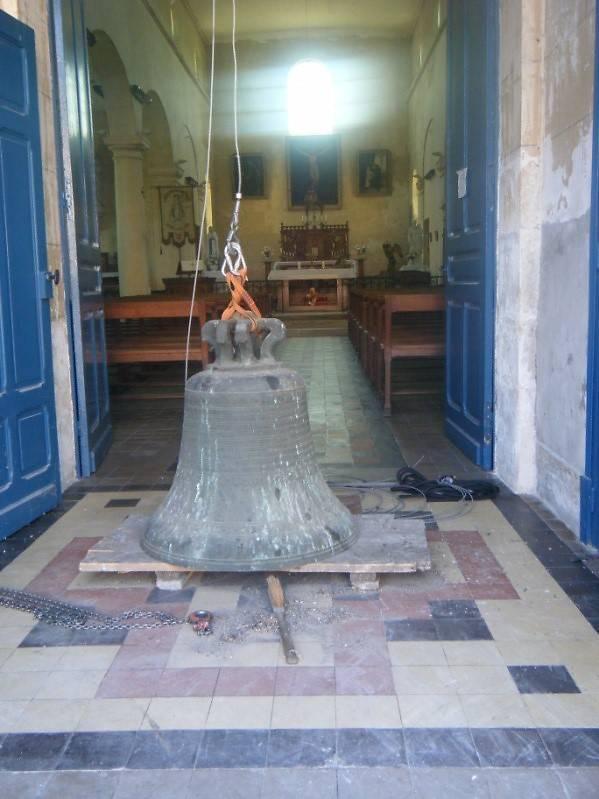 La cloche de l'église Saint Laurent de Bussy avant restauration