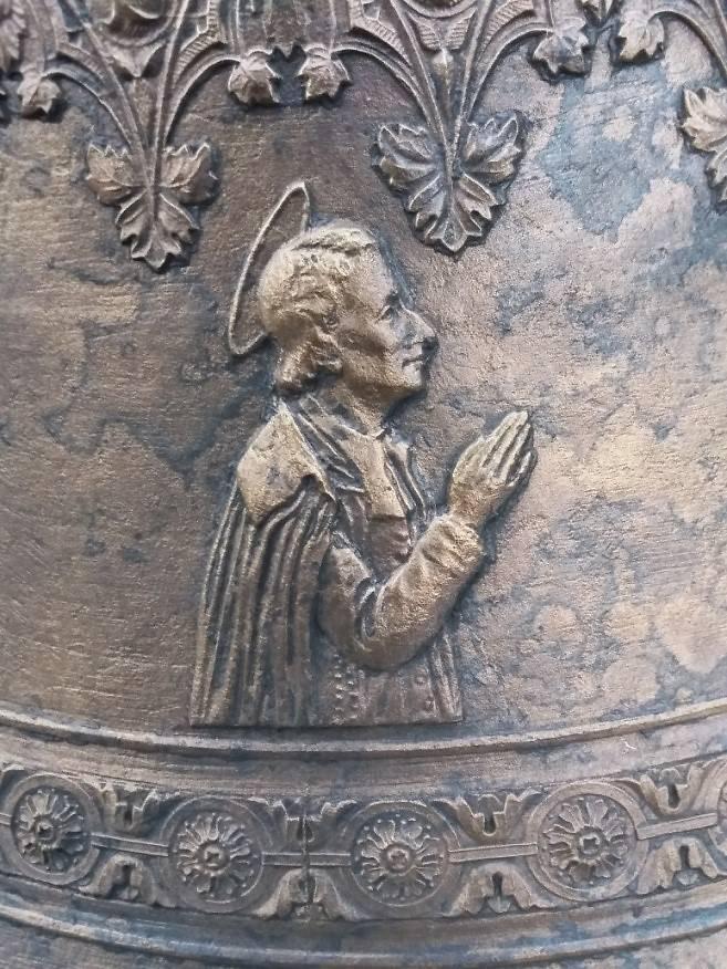 détails - Cloche de l'église Saint-Laurent de Bussy