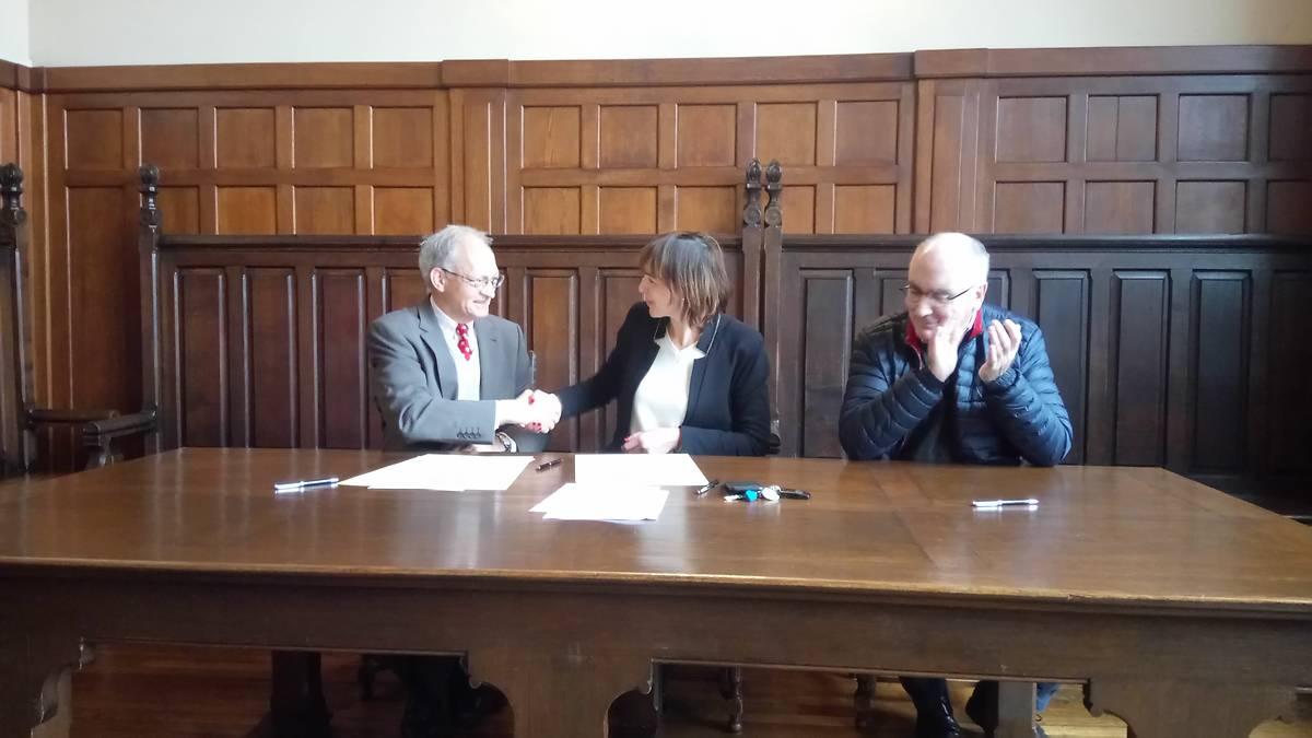 Christian de Gayffier, Délégué départemental de l'Aisne ; Frédéric Macarez, Maire de Saint Quentin ; Frédéric Boy, Président des Amis de la Basilique