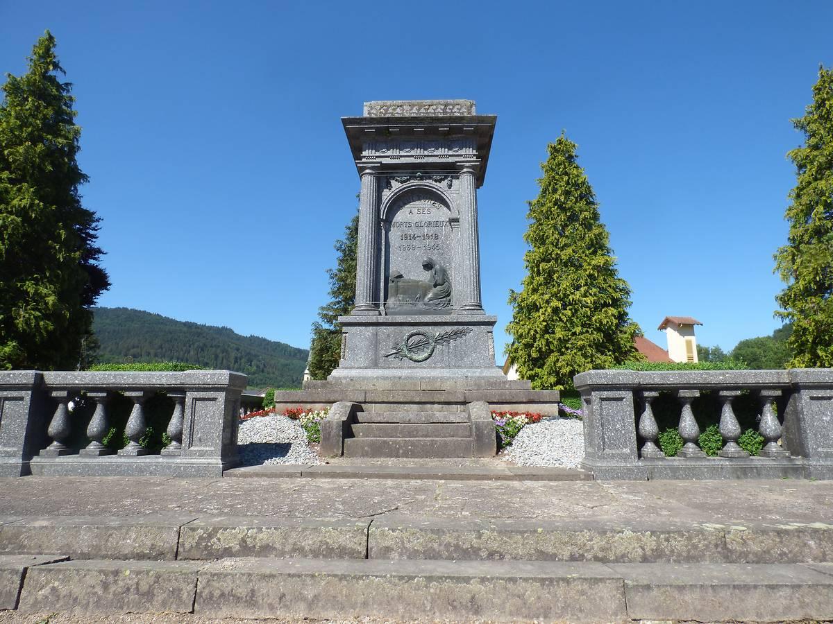 MONUMENT AUX MORTS DE SAULXURES SUR MOSELOTTE
