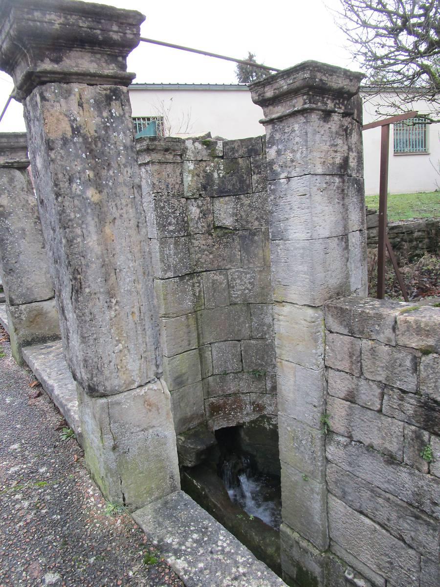 Fontaine à Echenoz la Méline