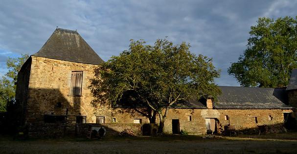 Cour des Aulnays à Challain-la-Potherie