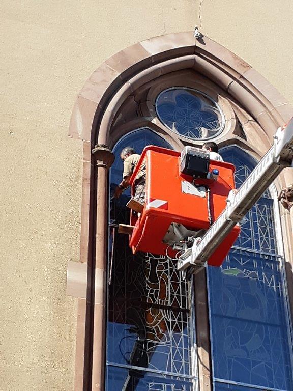 20190831_110300Restauration des vitraux de Village-Neuf