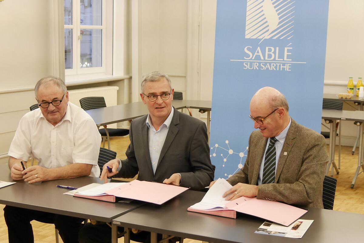 Signature de convention avec Sablé-sur-Sarthe