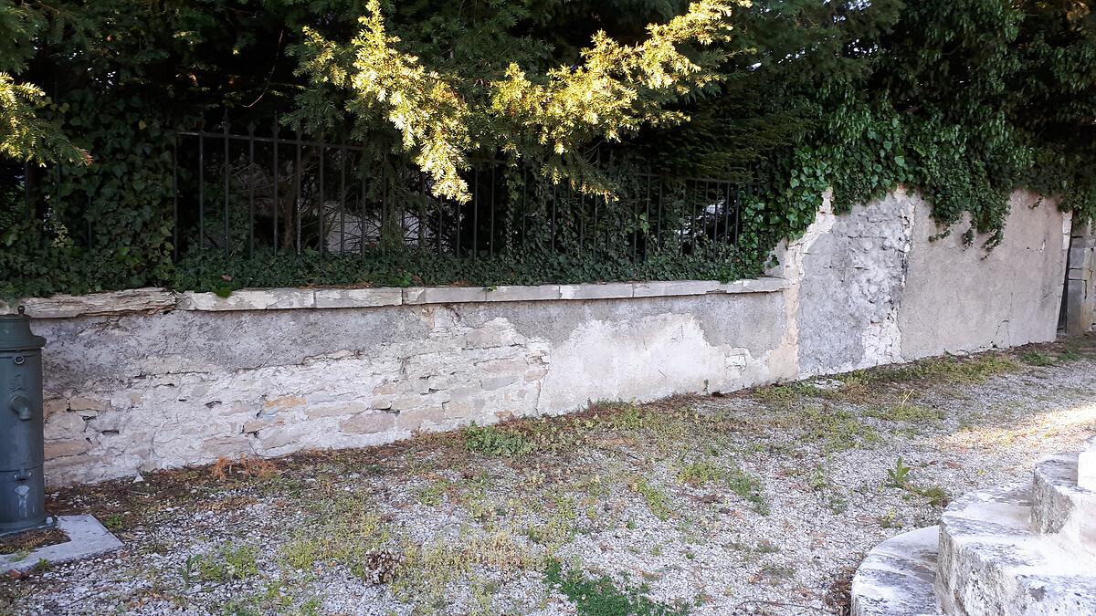 20190515_200354Mur et porche église de Couternon