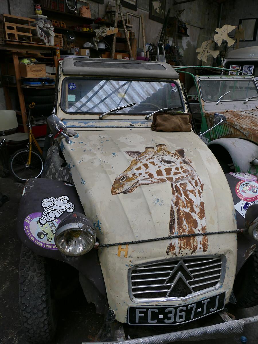 L1250781 -Le club de mécènes en Gironde rend visite à la voiture Motobloc